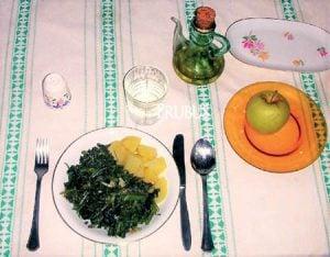 Borage dapat dikonsumsi dalam bentuk sayuran dan dihidangkan seperti teh herbal.