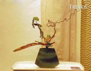 Rangkaian beraliran ikebana karya Lusy Wahyudi