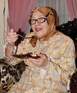 Kartini Ghazali isi waktu luang dengan memasak rendang untuk para kolega