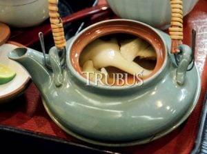Sup jamur maitake yang lezat dan menghangatkan badan